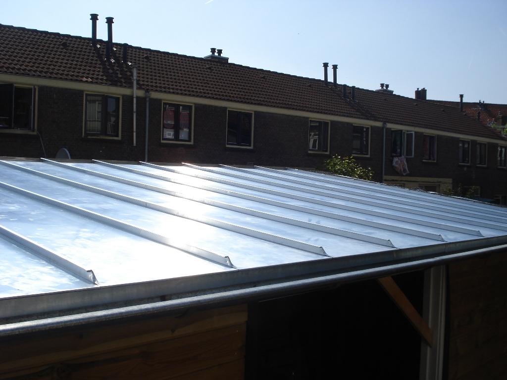 Zomervaart, Haarlem – Schuurdak bekleden met zinken fels dak